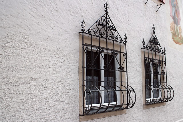 window-238631_640