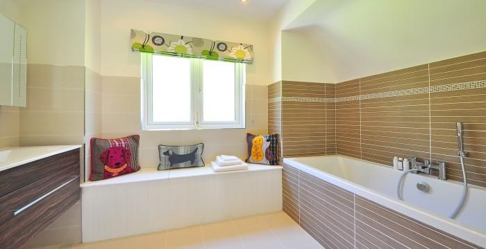 מקלחונים וחיפויי זכוכית