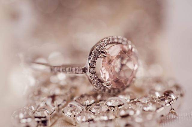 סט טבעת אירוסין ועגילים